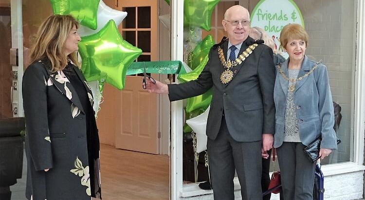Mayor and Mayoress cutting the ribbon